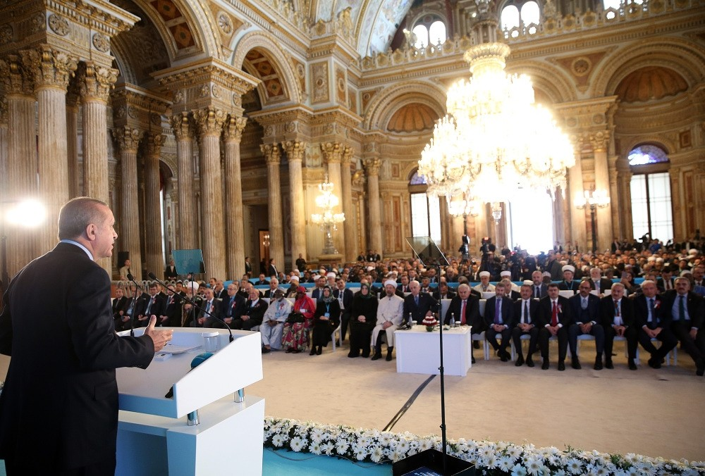 President Erdou011fan addresses delegates from Muslim minorities at an event held at Istanbul's Dolmabahu00e7e Palace.