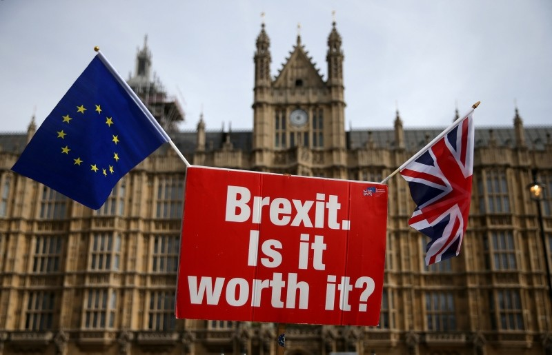 A sign that reads ,Brexit. Is it worth it?, as demonstrators protest outside the Houses of Parliament in central London on September 10, 2018. (AFP Photo)