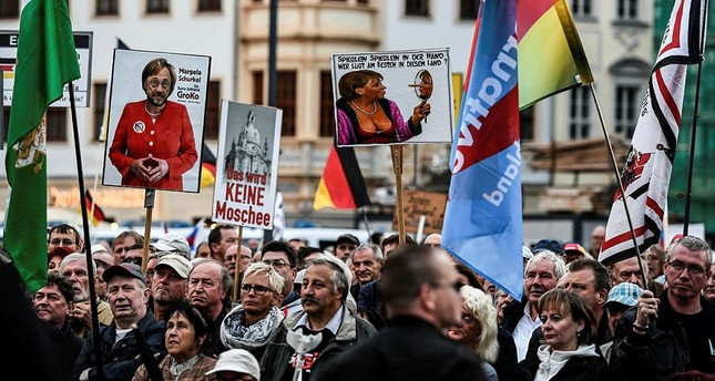 Supporters of the 'Pegida' movement and German right-wing populist party AfD gather at a demonstration infront of the Frauenkirche church in Dresden, Germany, 18 September 2017. (EPA Photo)