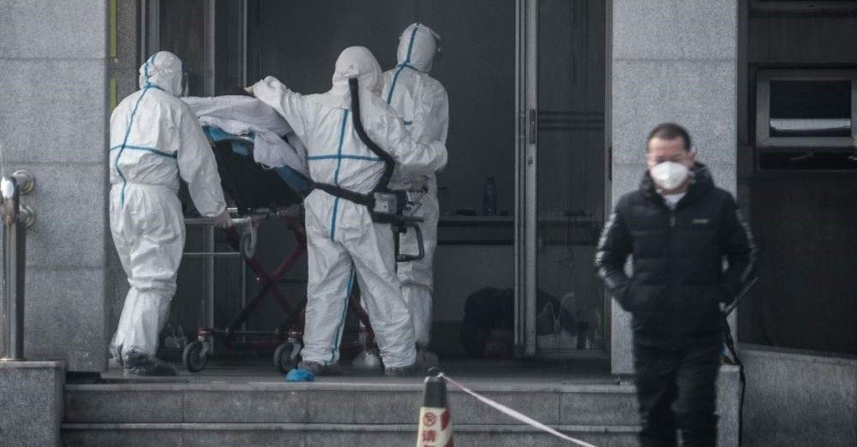 Medical staff members carry a patient into the Jinyintan hospital, where patients infected by a mysterious SARS-like virus are being treated, Wuhan, Jan. 18, 2020. (AFP Photo)