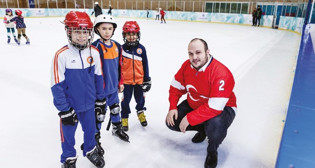 Halit Albayrak (R) spoke about the aspirations of the Turkish Ice Hockey Federation in an interview with Serkan Ünlü at Silivrikapı Ice Hockey Hall where young players train to be future stars.
