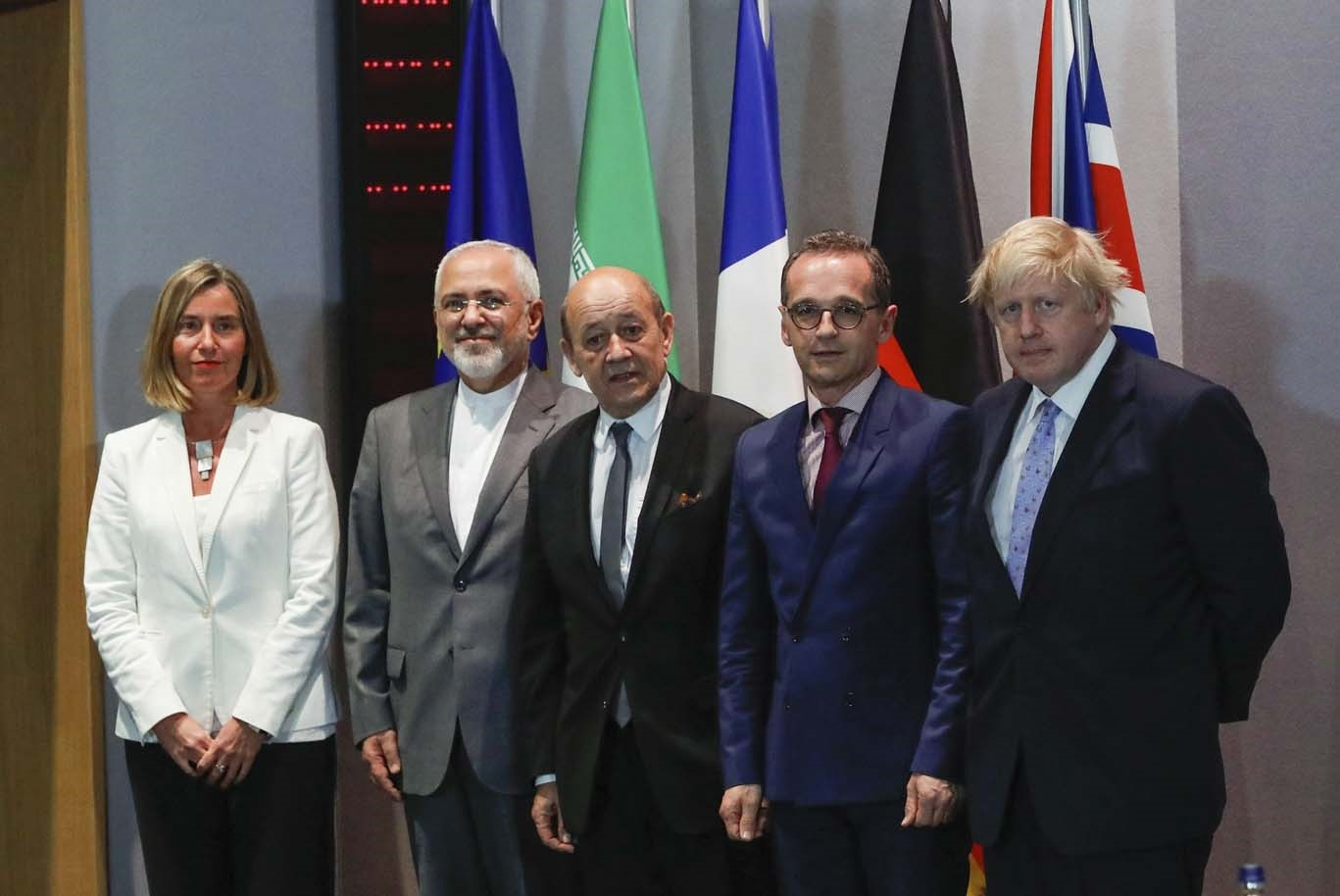 Britain's Foreign Secretary Boris Johnson (5-r), German FM Heiko Maas (C), French FM Jean-Yves Le Drian (4-R) and EU High Representative for Foreign Affairs Federica Mogherini take part in meeting with Iran's FM Mohammad Javad. (REUTERS Photo)