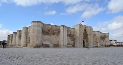 pRestoration work for Anatolia's biggest caravanserai, called Sultan Han, will start in March in the town of Sultanhanı in Turkey's central Aksaray province. The caravanserai was built eight...