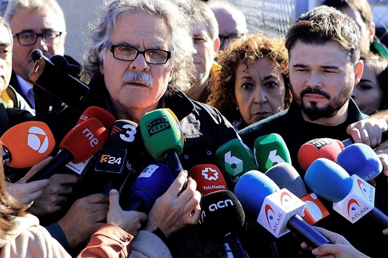 Catalonian party ERC's MPs in Spanish Lower Chamber Gabriel Rufian (R) and Joan Tard (C-L) talk to media outside Estremera Prison, in Madrid, Spain, Dec. 4, 2017. (EPA Photo)