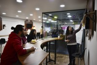 English course makes language learning easier with cafe concept