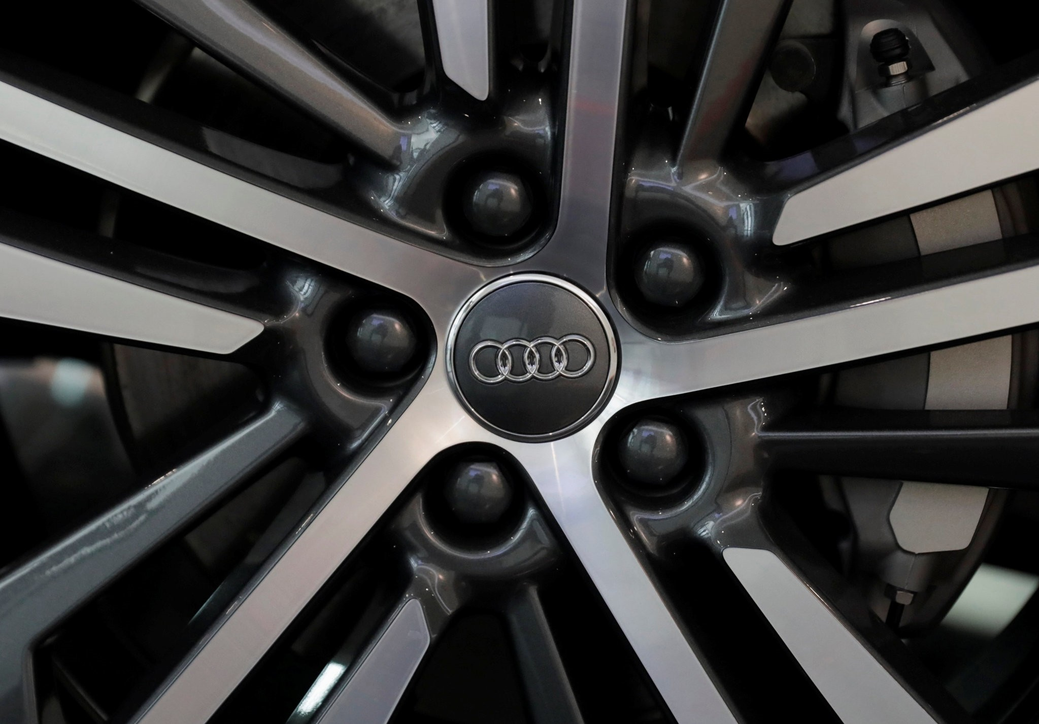 The logo of German car manufacturer Audi is seen on a tyre rim a Audi Q5 2.0 during a media tour in San Jose Chilapa, Mexico April 19, 2018. (REUTERS Photo)