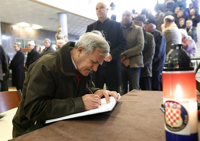 Slobodan Praljak's fans write into the condolence book during the commemoration event at the Vatroslav Lisinski concert hall in Zagreb, Croatia, Dec. 11, 2017. (EPA Photo)