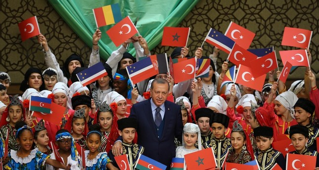Erdoğan hosted children from 26 countries in the Presidential Palace.