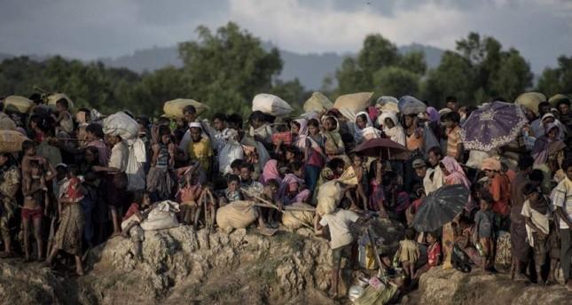 Rohingya refugees fleeing from Myanmar arrive at the Naf river in Whailyang, Bangladesh border. (AFP Photo)
