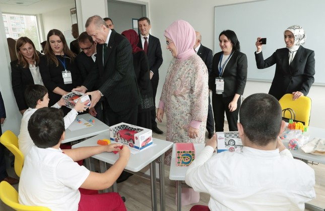 President Erdoğan and first lady Emine Erdoğan hand out toys to children at the school after the opening ceremony, Oct. 5.