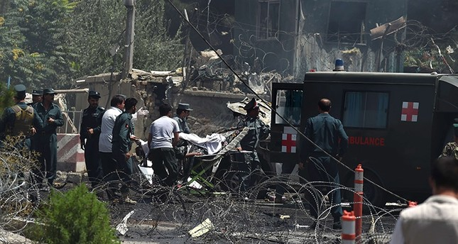 Afghan security forces carry a victim into a ambulance at the site of a huge blast near the entrance of the international airport, in Kabul on August 10, 2015. (AFP Photo)