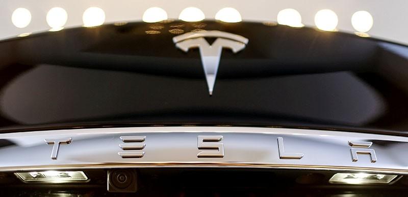 A Tesla logo adorns a 'Model S' car in the dealership in Berlin, Germany, November 18, 2015. (Reuters Photo)