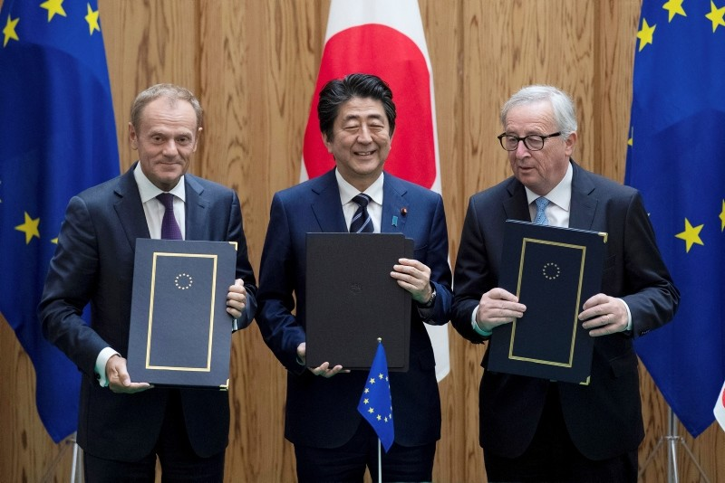 Japanese PM Shinzo Abe (C), European Union's Council President Donald Tusk (L), and European Union's Commission President Jean-Claude Junker pose after signing a contract, Tuesday, July 17, 2018, at the prime minister's office in Tokyo. (AP Photo)