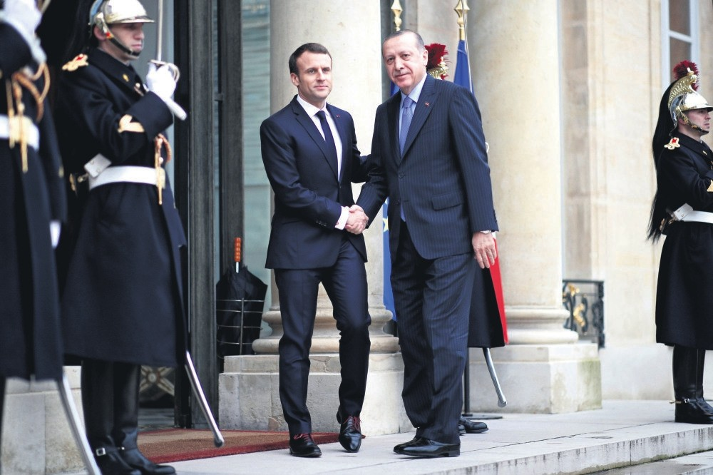 French President Emmanuel Macron (L) welcomes President Erdou011fan at the Elysee Palace, Paris, Jan. 5.