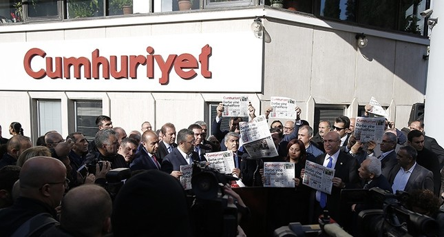 Journalists and lawmakers from the main opposition CHP hold copies of the latest Cumhuriyet newspaper outside its Istanbul headquarters on Oct. 31, 2016. (AP Photo)