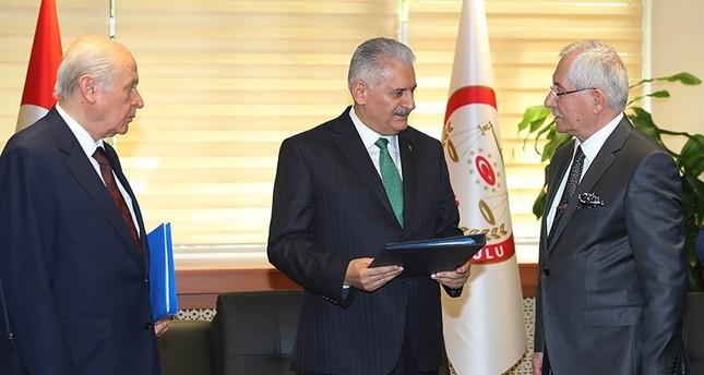 يلدريم وبهتشلي يُقدمان رسمياً طلب ترشيح أردوغان للانتخابات الرئاسية