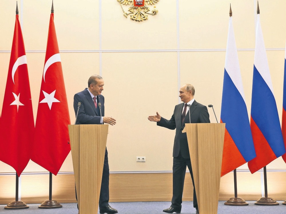 President Erdou011fan (L) and Russian President Putin at a news conference following talks on the Syrian war, Sochi, May 3, 2017.