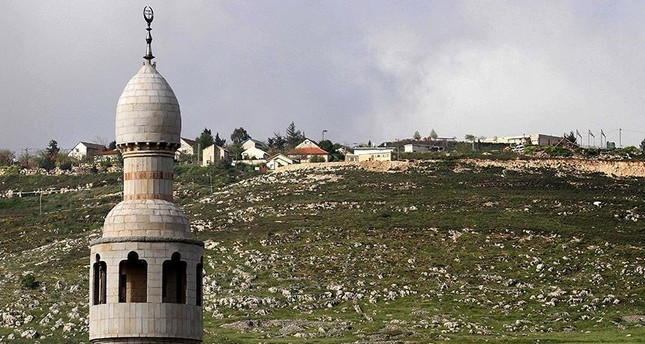 مجهولون يخترقون قنوات إسرائيلية ويبثون مقطعاً للأذان عبرها