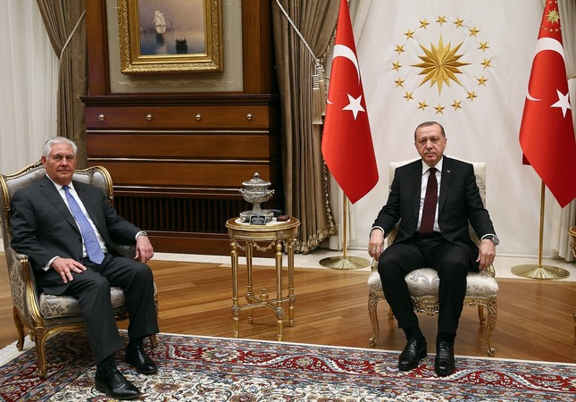 U.S. Secretary of State Tillerson (L) and President Erdoğan pose ahead of a meeting at the Presidential Complex, Ankara, Feb. 15.