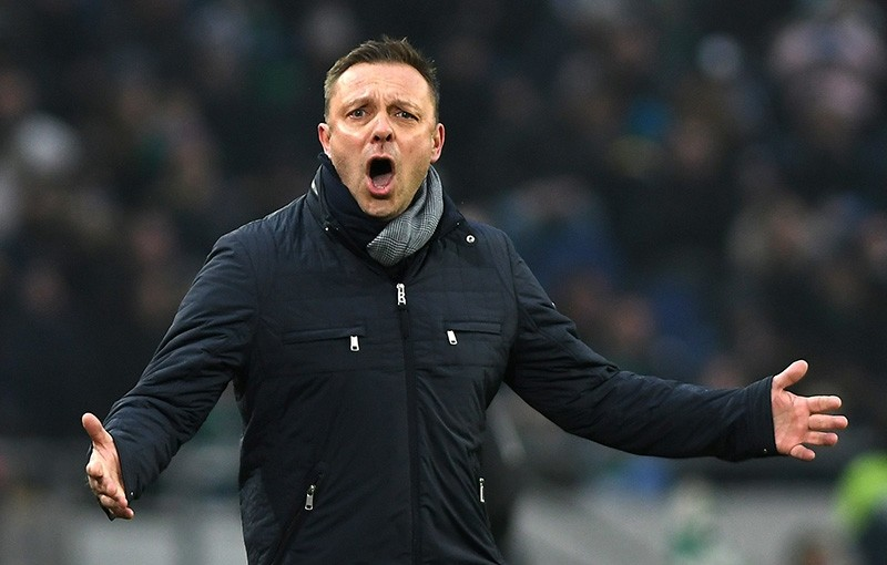 Hannover's coach Andre Breitenreiter during the German Bundesliga soccer match between Hannover 96 and Mainz 05 in Hannover, Germany, Jan. 13, 2018. (EPA Photo)