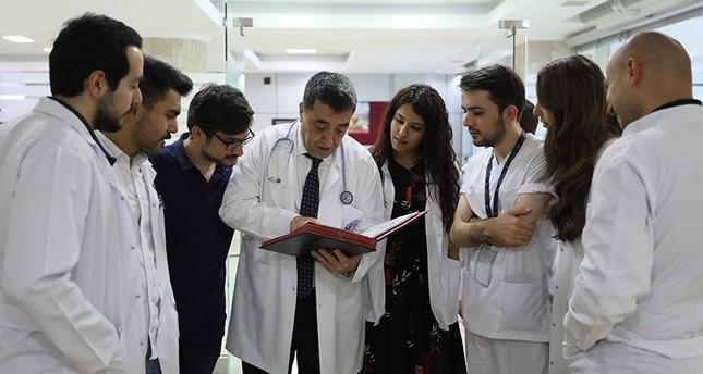 تركي يتخرج في كلية الطب بعمر 53 ليحقق حلماً تأجل 30 عاماً