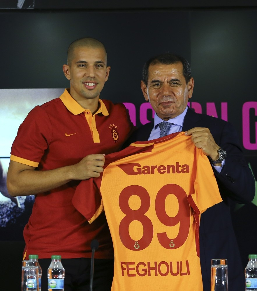 Galatasaray's new signing Feghouli poses with Chairman Dursun u00d6zbek.