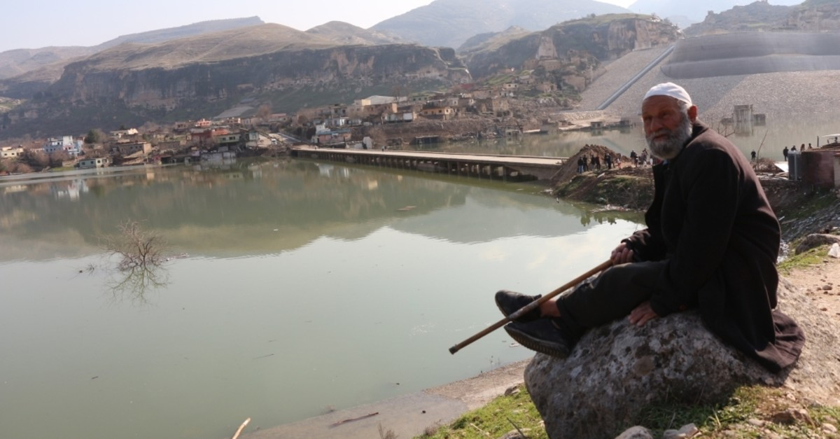 A man watching submerged parts of Hasankeyf, Batman, Feb. 21, 2020. (DHA Photo)