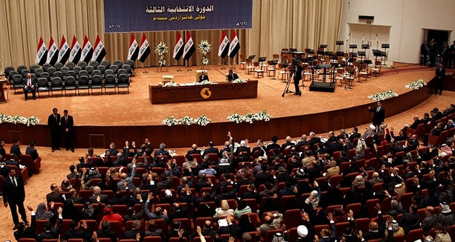 Members of the Iraqi parliament vote during a parliamentary vote of confidence at the Iraqi parliament in Baghdad, Iraq, 08 September 2014. (EPA Photo)