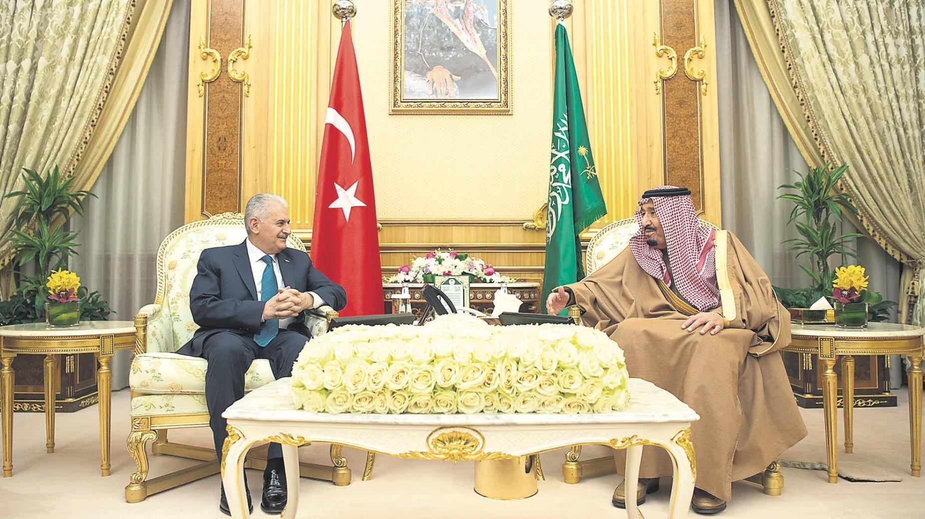 Prime Minister Binali Yu0131ldu0131ru0131m (L) meets with Saudi King Salman, Riyadh, Saudi Arabia, Dec. 27.