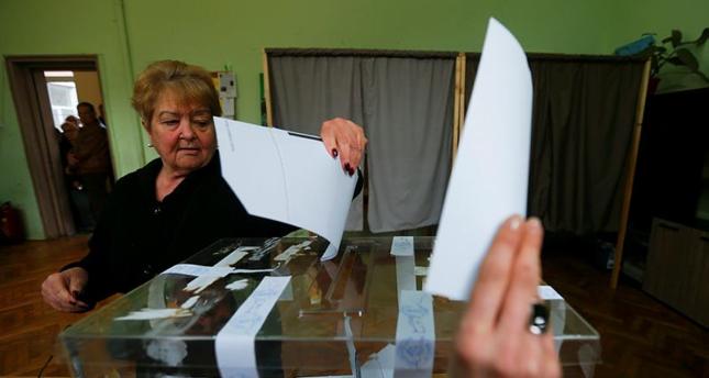 الناخبون البلغار يتوجهون لصناديق الاقتراع ومحاولات تضييق على مشاركة الأتراك