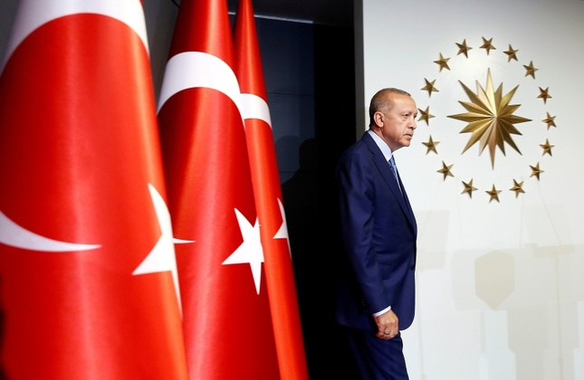 President Erdoğan walks to the stage in Huber Mansion, Istanbul, June 24, 2018 (Reuters Photo)