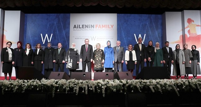 President Recep Tayyip Erdoğan and first lady Emine Erdoğan pose with participants and organizers at the summit.