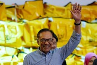 Malaysia's Anwar Ibrahim makes political comeback in big poll win