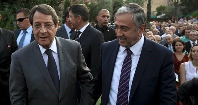 Turkish Republic of Northern Cyprus President Mustafa Akıncı (R) and Greek Cypriot leader Nicos Anastasiades (Reuters Photo)