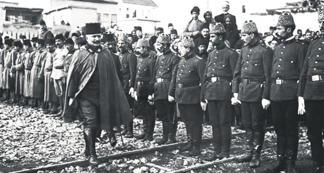Fahreddin Pasha inspects his troops during the World War I.