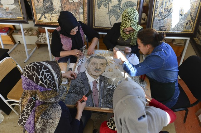 These four women spend most of their days creating mosaic paintings by combining colorful marble pieces together with nippers. Painstakingly made from 5,000 marble stones, they would like to gift a mosaic to President Erdoğan.
