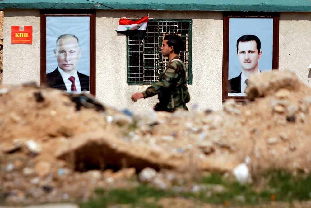 A Syrian soldier loyal to Bashar Assad is seen outside eastern Ghouta, in Damascus, Syria February 28, 2018. (REUTERS Photo)