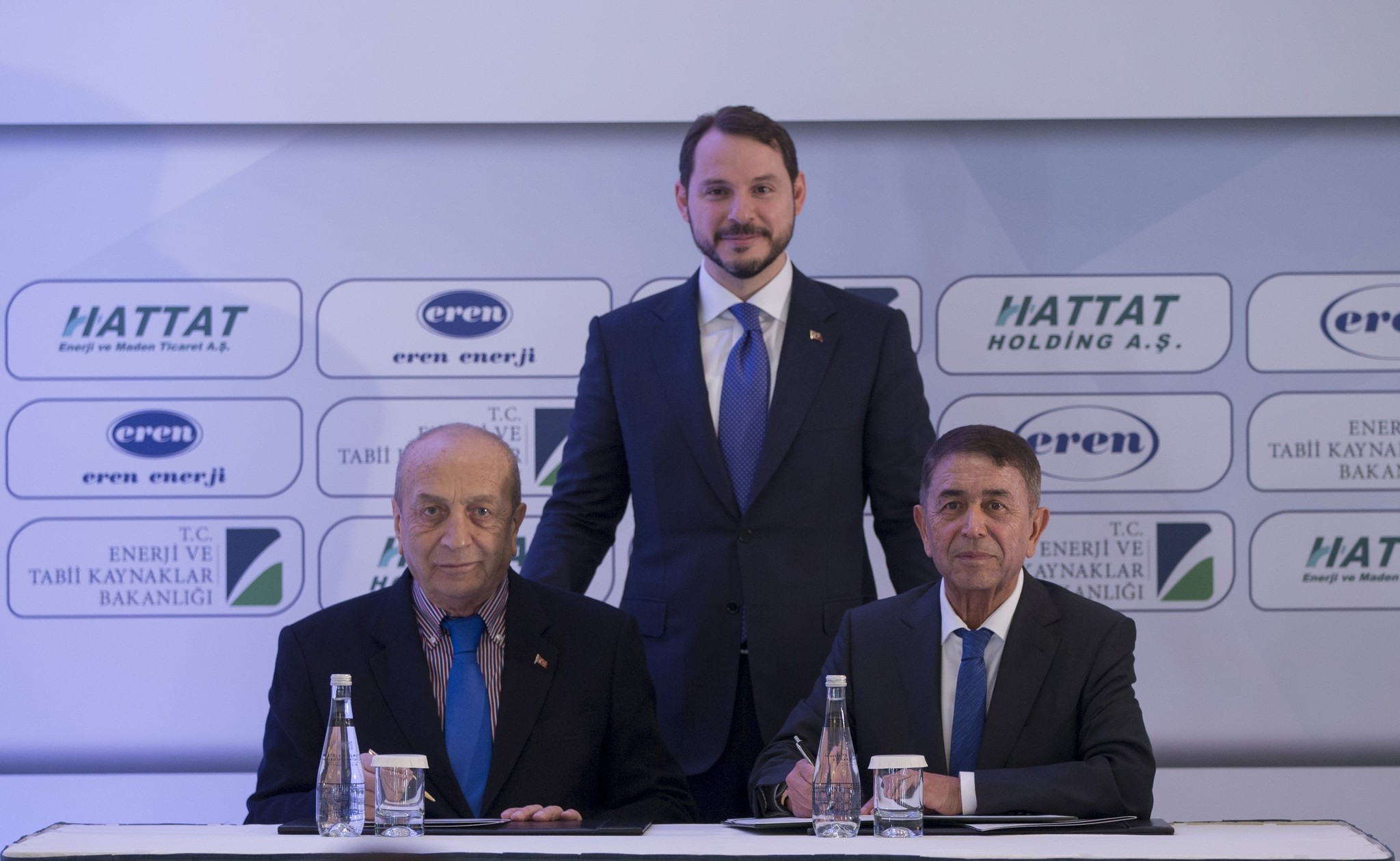Energy Minister Berat Albayrak (C) at the signing ceremony of the protocol on the Zetes-Hattat Transformation into Domestic Coal. Hattat Holding Chair Mehmet Hattat (L) and Eren Holding Chair Ahmet Eren (R) signed the protocol.