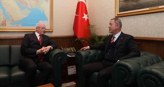 وزير الدفاع التركي خلوصي أقار يستقبل المبعوث الأمريكي الخاص إلى سوريا جيمس جيفري