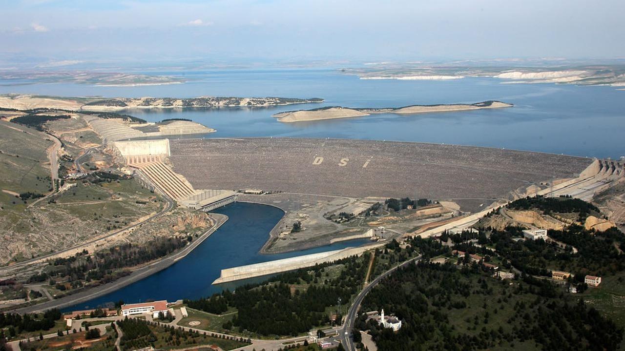 Built as part of Turkeyu2019s Southeast Anatolian Project on Euphrates, Atatu00fcrk Dam has been operating since 1992.