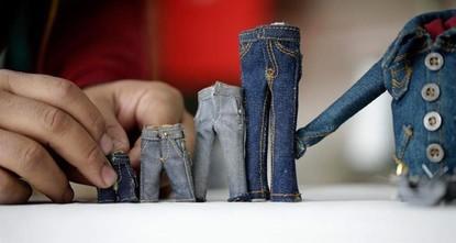 Life in miniature: Turkish tailor sews small wonders