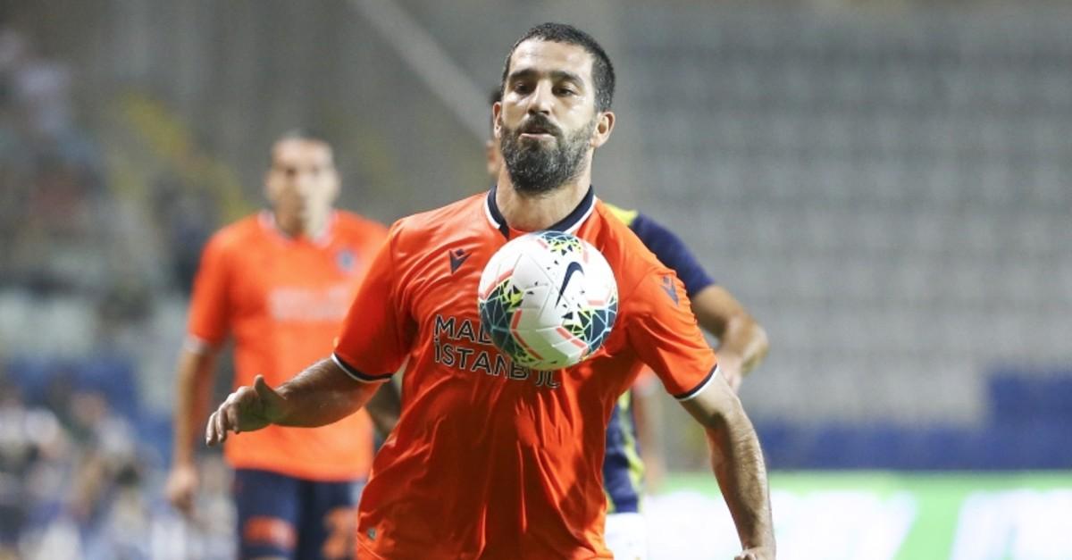 Bau015faku015fehir midfielder Arda Turan vies for the ball during Su00fcper Lig match against Fenerbahu00e7e at the Bau015faku015fehir Fatih Terim Stadium, on Aug. 24, 2019. (AA Photo)