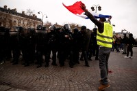 Paris police arrest 102 as thousands of Yellow Vests mobilize for fresh round of protests