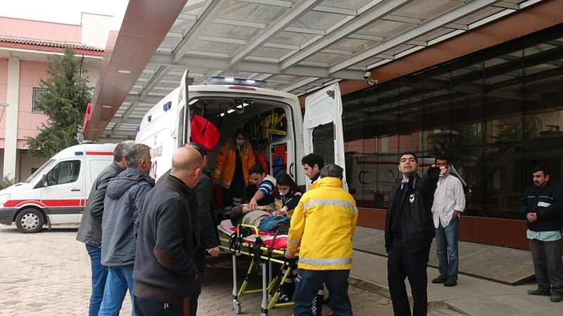 Injured people were brought from Azaz to Turkey's Kilis for treatment. (DHA Photo)
