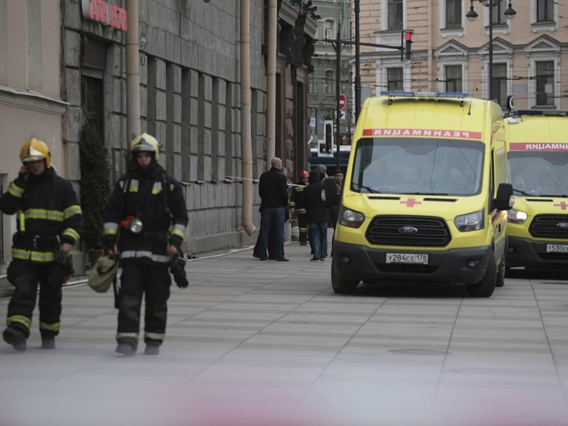 Russian emergency service patrol an area near to the Tekhnologicheskaya metro station after an explosion in St.Petersburg subway in St.Petersburg, Russia, Monday, April 3, 2017 (AP Photo)