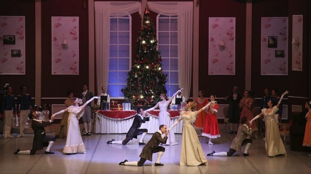 A scene from the ,Nutcracker, ballet.