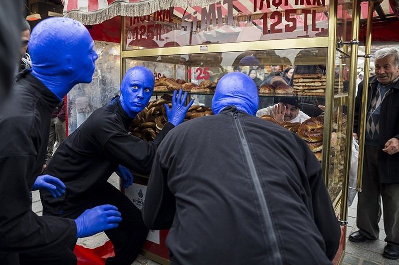 Blue Man Group with a simit cart