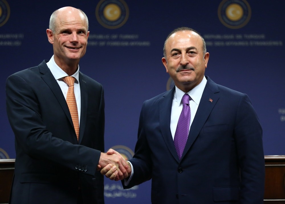 Foreign Minister Mevlu00fct u00c7avuu015fou011flu (R) shaking hands with Dutch Foreign Minister Stef Blok (L) during a press conference after their meeting in Ankara, Oct. 3.