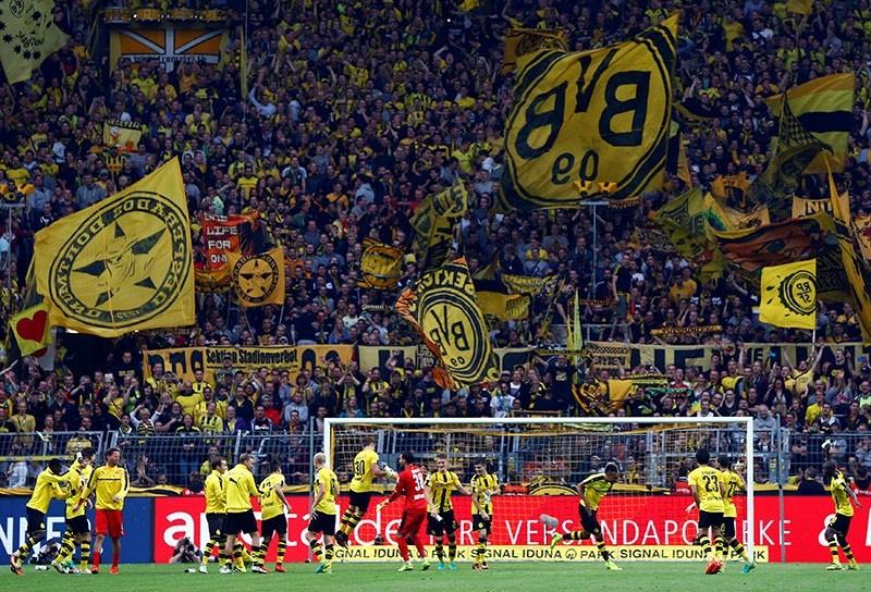 Borussia Dortmund players celebrate their win against SV Darmstadt 98 in German Bundesliga at Signal Iduna Park, Dortmund, Germany, September 17, 2016. (Reuters Photo)