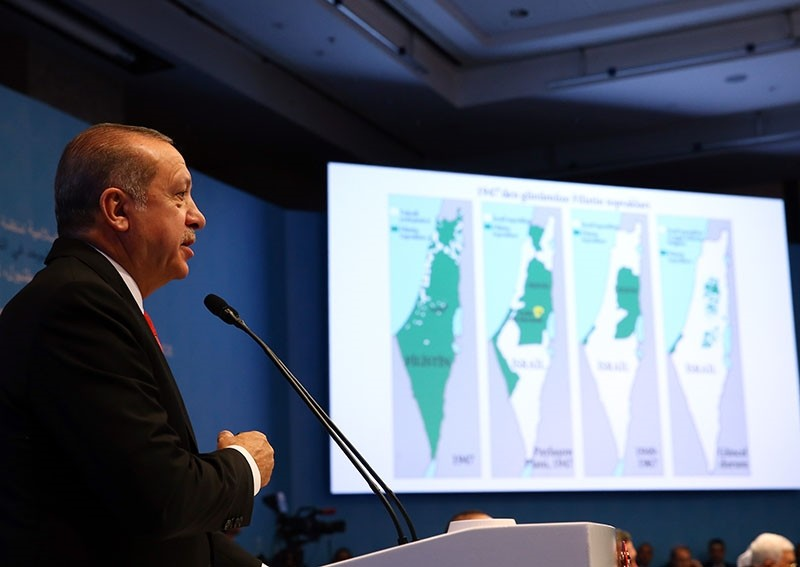 During his speech in the Organization of Islamic Cooperation (OIC) Extraordinary Summit on Jerusalem, Pres. Recep Tayyip Erdou011fan points to maps showing the lands in the hands of Palestinians shrinking since 1948, in Istanbul, Dec 13, 2017. (AA Photo)